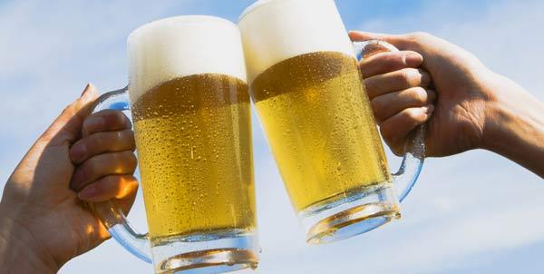Brindisi con la birra